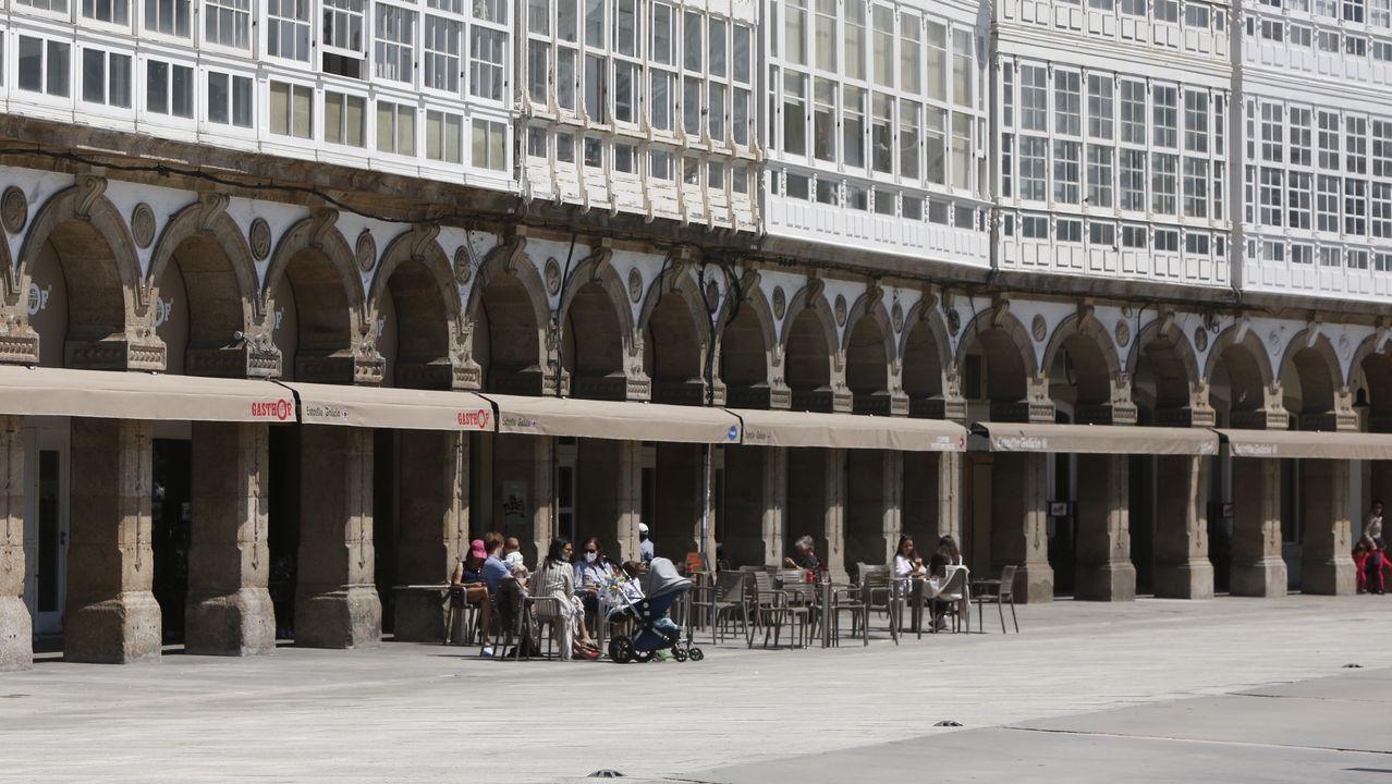 Solo dos terrazas abiertas en la Marina de A Coruña