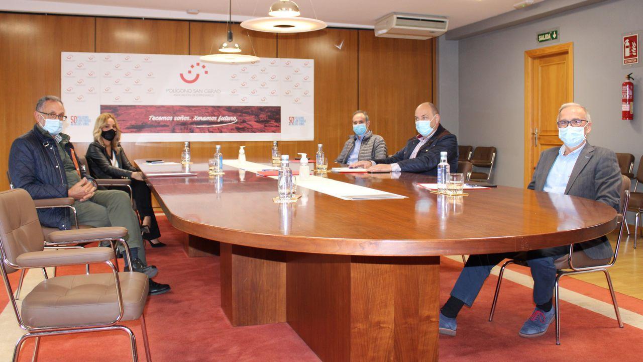Representantes del Concello y de la asociación de empresarios de Barreiros se reunieron este lunes