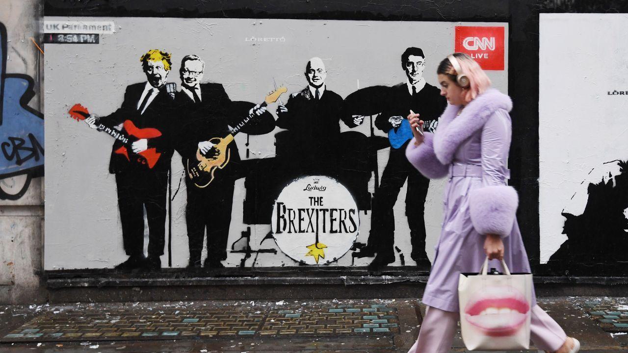 Las medidas del Mobile World Congress contra el coronavirus.Un grafiti presenta a Boris Johnson y sus ministros como los Brexiters, emulando a los Beatles, en Londres