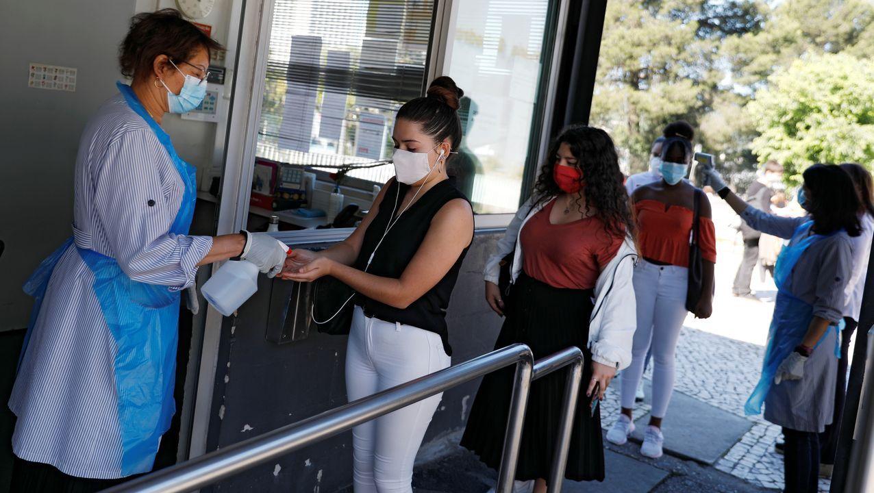 Pellizco millonario en Tui.La vuelta a los institutos en Portugal se realiza con mascarilla, toma de temperatura y gel desinfectante