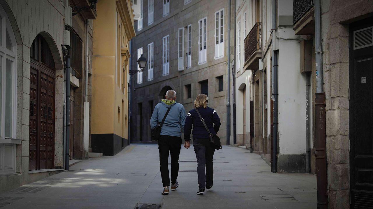 Su «Barrio Alto». En la calle Tabernas, donde está su Casa-Museo. De la Ciudad Vieja, le gustaba «el Square», posiblemente, Azcárraga.  «¡Allí sí que hacía de las suyas el viento!», dijo Emilia