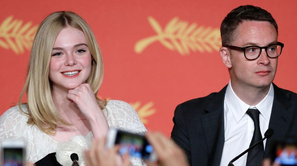 Elle Fanning conquista Cannes a sus 18 años.Sean Penn y su hija Dylan Penn