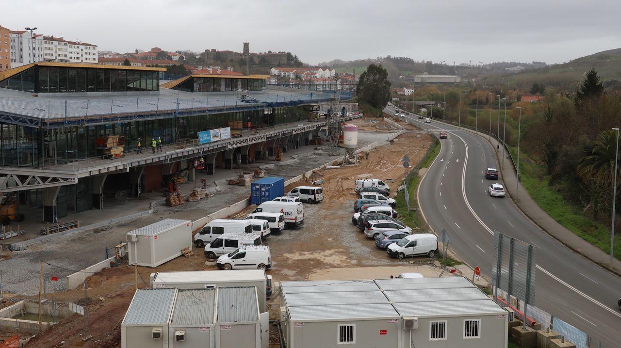 La nueva estación de autobuses toma forma. Así se ve.Tragsa está acabando el derribo de la vieja lavandería del hospital Xeral, donde se construirá una central de biomasa