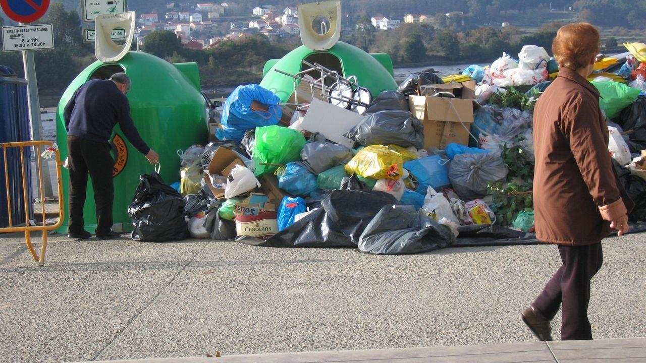 Presentación del programa de compostaje doméstico en el Huerto Ecológico Municipal de Carballo, hace unos años.