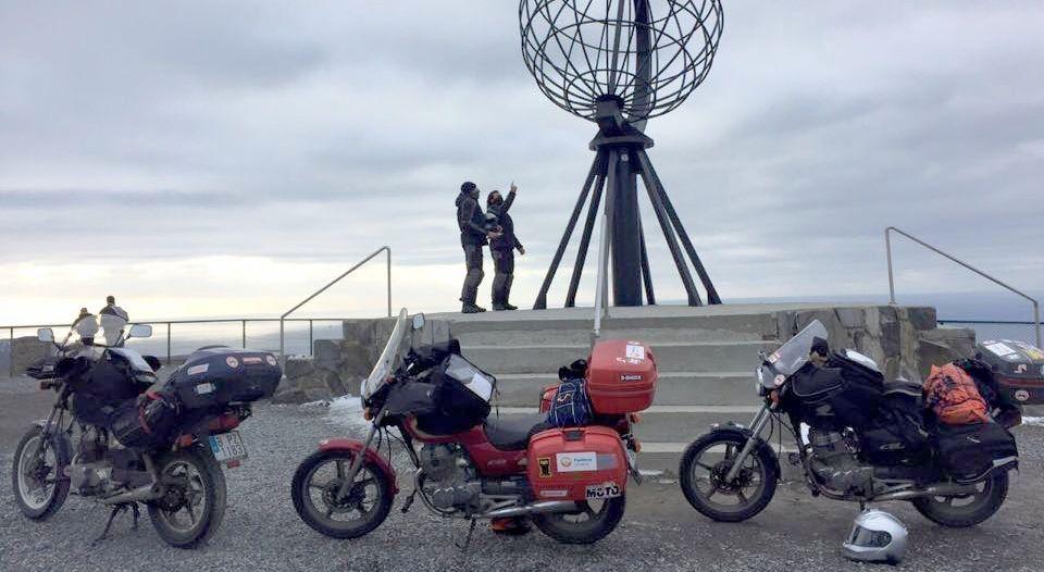 Objetivo cumplido: Rubén González y sus amigos, en Nordkapp diez días después de partir de Barcelona.