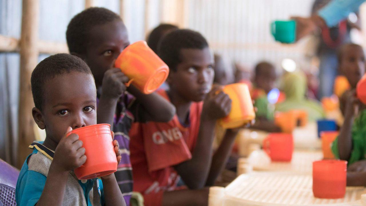 Niños en un campo de refugiados de Etiopia