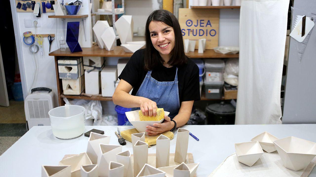 Claudia Frantzen, que domina cuatro idiomas, se estableció y montó su negocio en Galicia hace ocho años