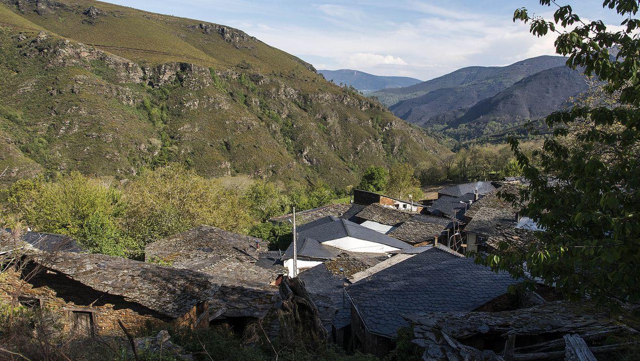Así fue la primeranevada del otoño en el sur de Lugo.Parada de Lóuzara