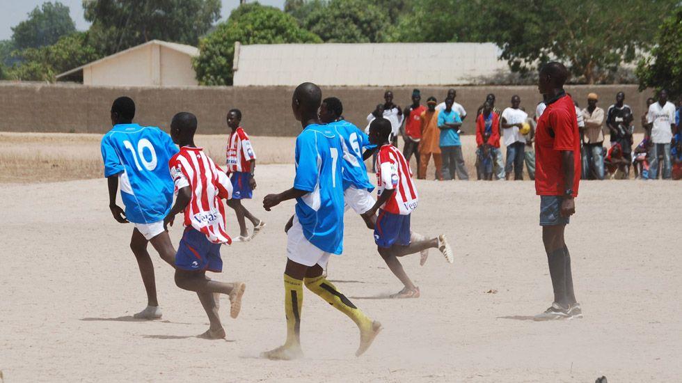 Primer derbi solidario en Gambia.El cuádruple medallista olímpico, Saul Craviotto