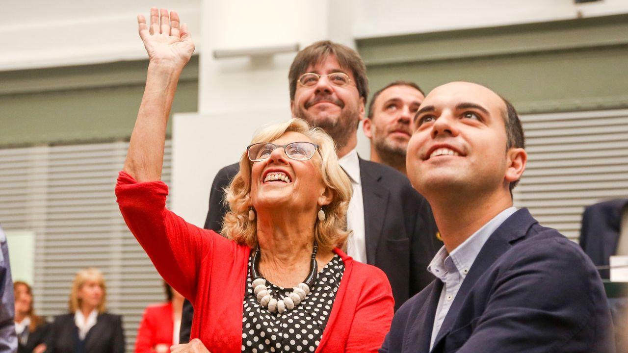 Miembros de Greenpeace y Ecologistas en Acción, en la presentacion del recurso.Carmena, el pasado sábado en la sesión de constitución del Ayuntamiento de Madrid