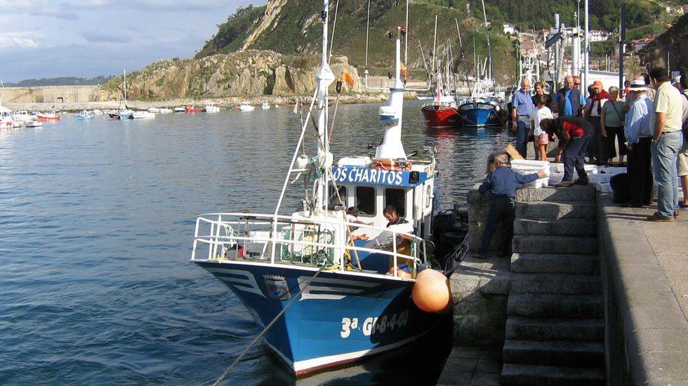 Un pesquero en Cudillero