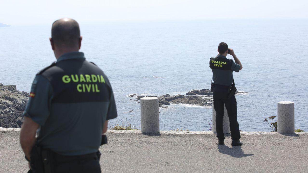 Un desaparecido en Malpica tras quedar un velero a la deriva.Socorristas de Cruz Roja