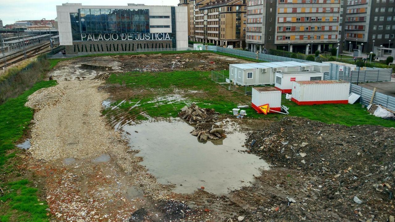 Así era el Gijón de los años 50.Estado del terreno en el que se realizan las excavaciones para la construcción de la comisaría de Policía Local