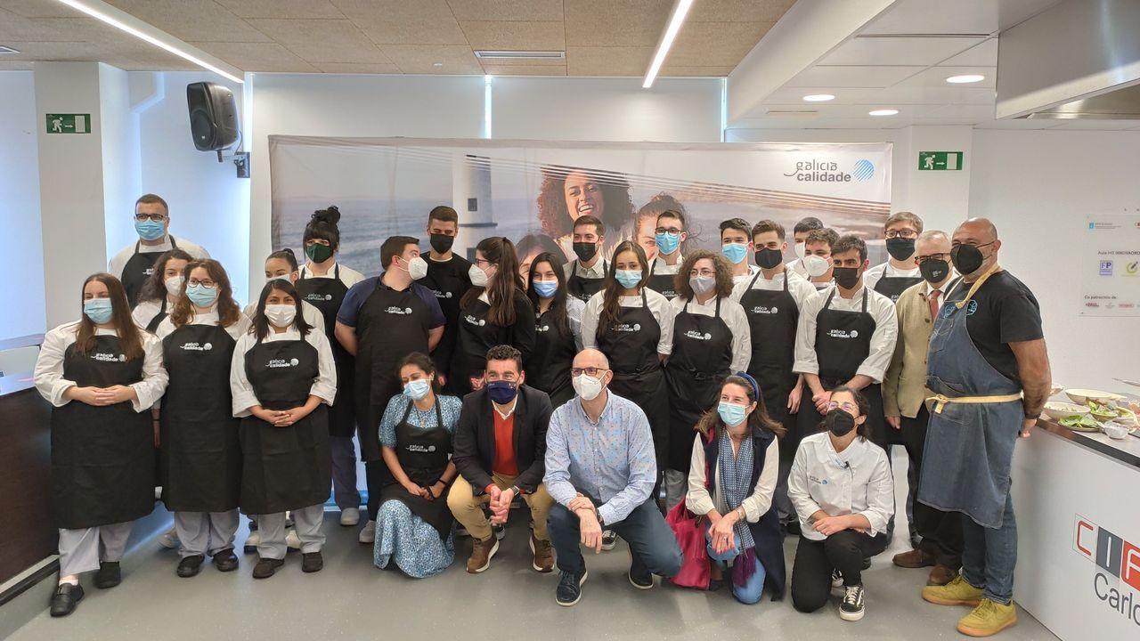 Foto de familia de los participantes en la segunda sesión de las Aulas Gastronómicas Galicia Calidade, una clase magistral dirigida por María Varela, de A Parada das Bestas