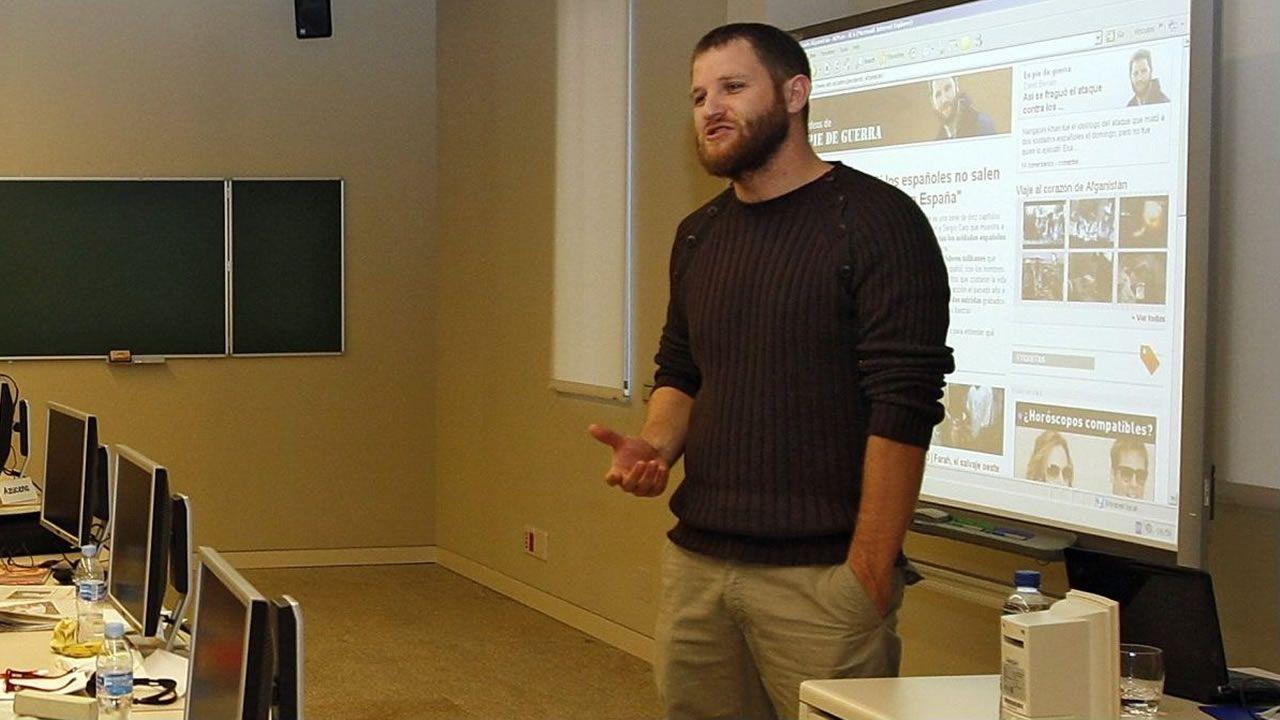 David Beriain durante un foro de periodismo organizado por la Fundación Santiago Rey Fernández-Latorre