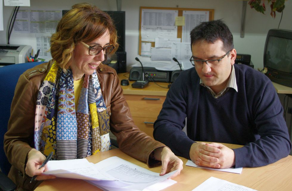 Raquel Arias na reunión de onte en Celeiro con Víctor Martínez, xefe de distrito forestal.