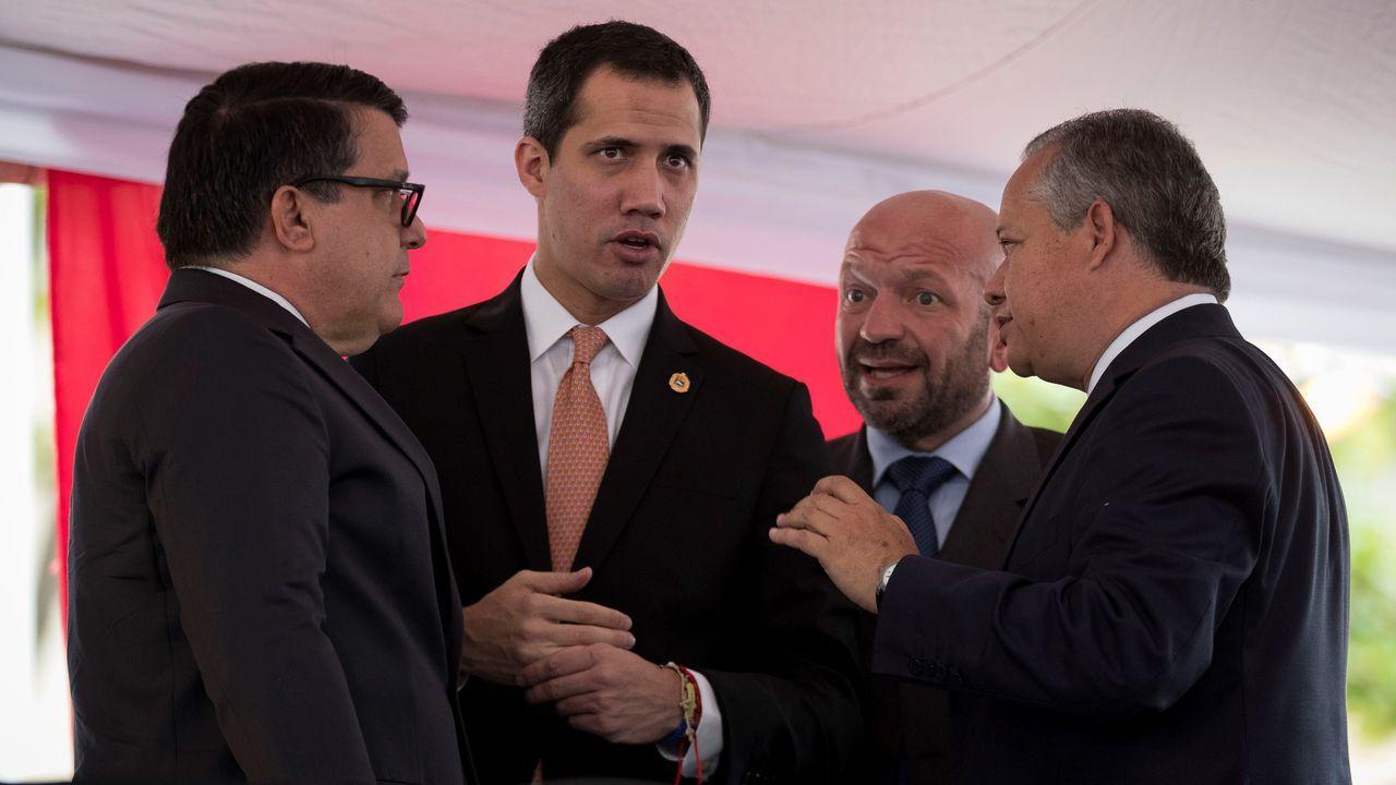 Juan Guaidó conversa, este miércoles, con parlamentarios de la Asamblea Nacional de Venezuela