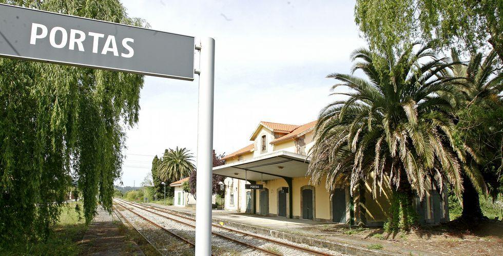 La estación de Portas languidece sin uso pese a que hace unos años el ADIF invirtió miles de euros en su renovación.