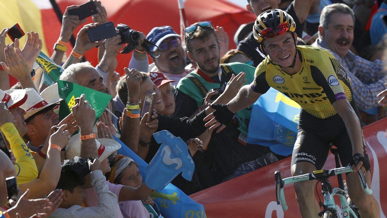 El ciclista norteamericano del equipo Jumbo-Visma, Sepp Kuss, se ha proclamado el vencedor en el Acebo