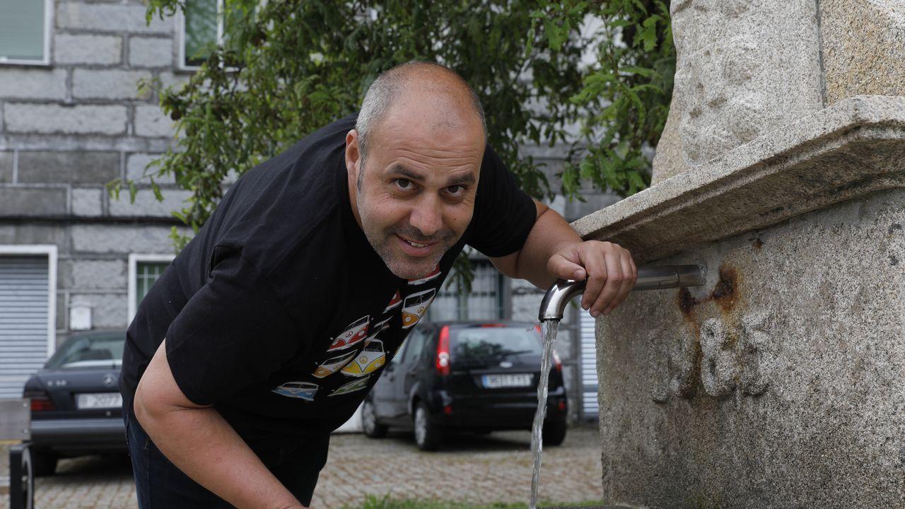 «Al principio éramos apestados».Luis Freire es administrativo en el centro de salud de Santa Comba