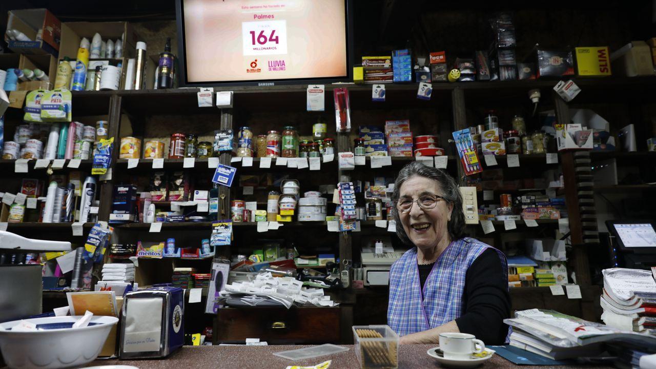 La lotería deja un millón de euros en la tienda de Palmés.El equipo «El motor de tus pasos», con Sergio Pazos, posa con Olivia antes de comenzar la ruta