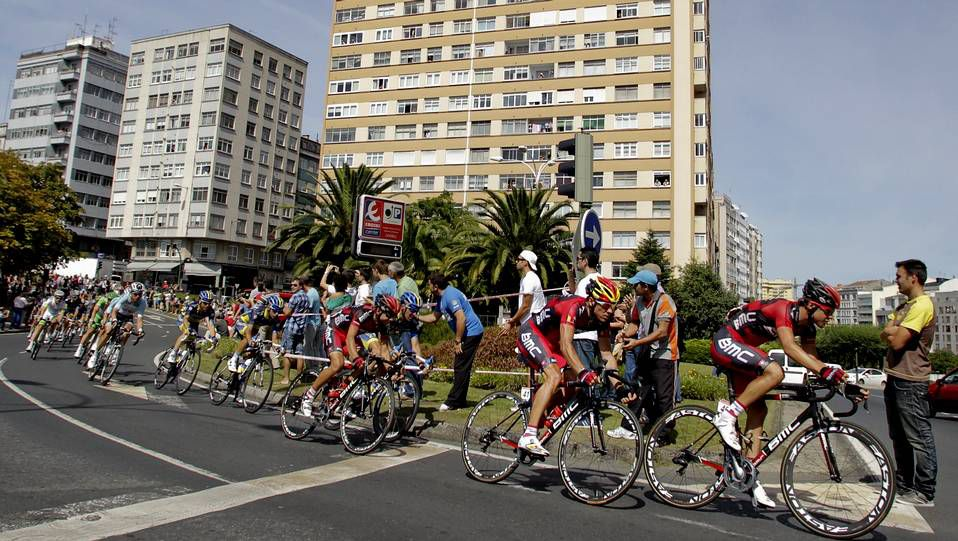 La Vuelta a España 2012.Un aficionado belga, en la ladera de la montaña.