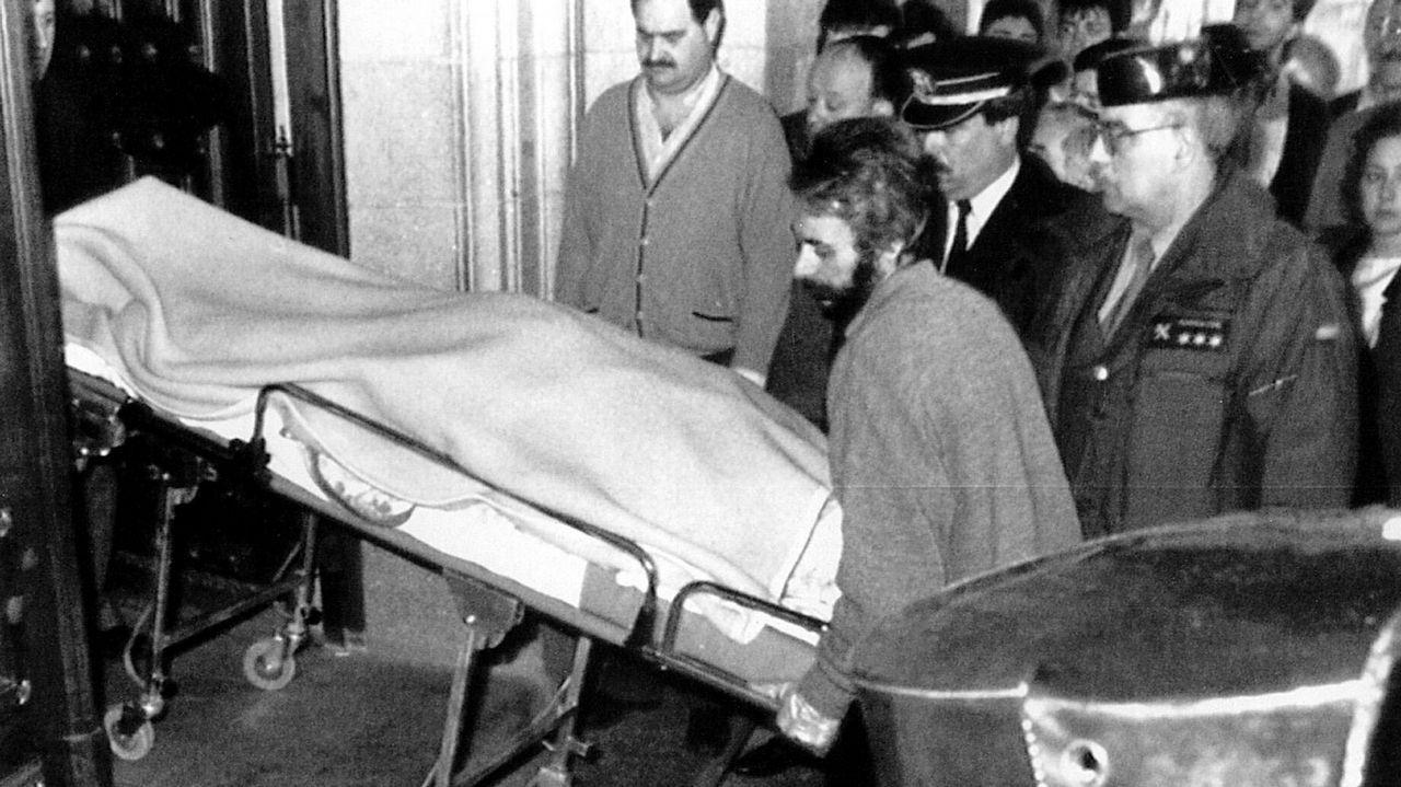 Tras el atentado, los cuerpos de los dos guardias civiles, Constantino Limias y Pedro Cabezas, fueron trasladados para realizarles sendas autopsias