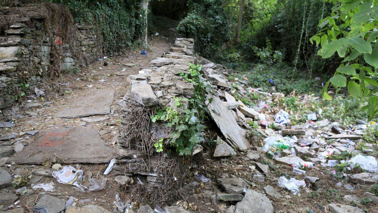 Estado en el que quedó uno de los muros de los caminos de O Carme