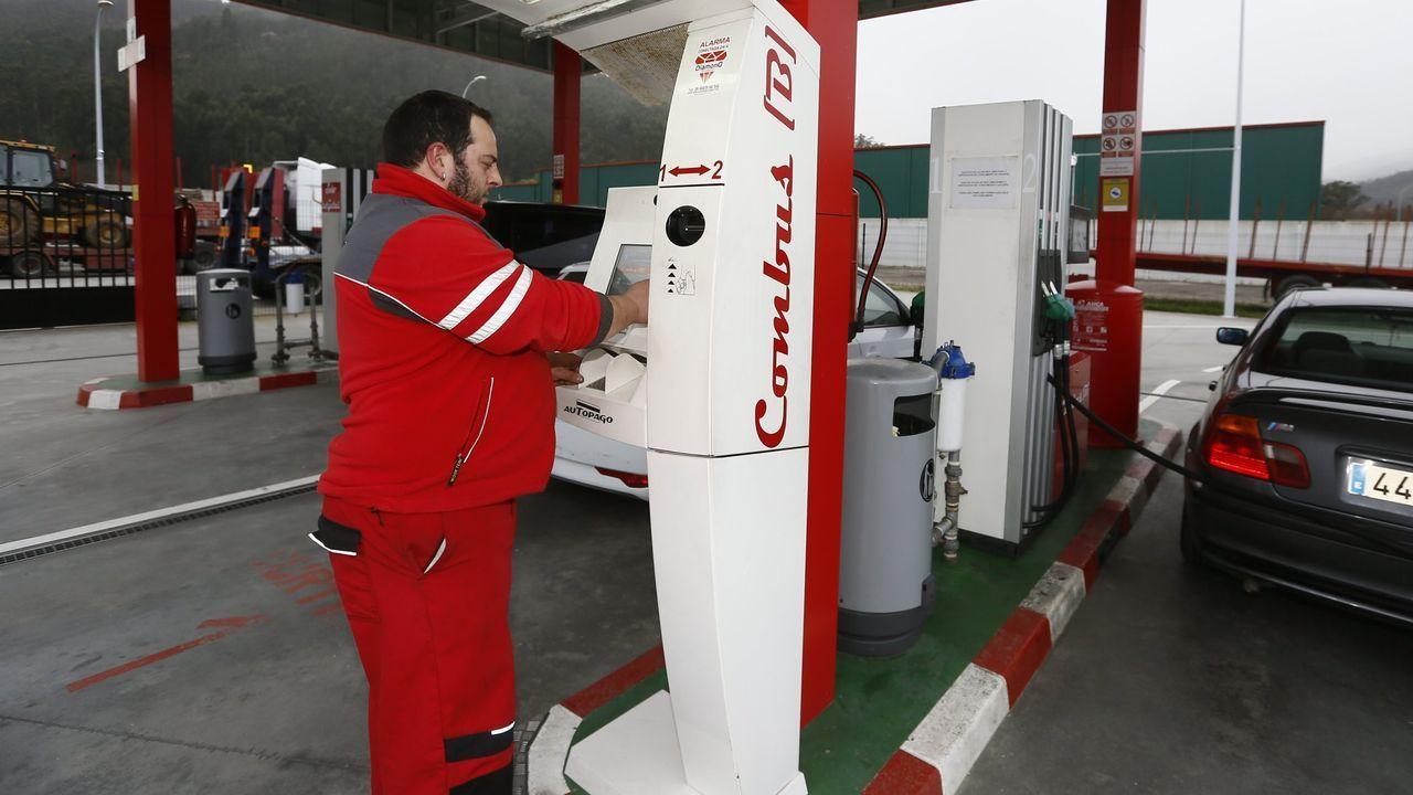 Imagen de archivo de la gasolinera del polígono industrial de Landrove, una de las catorce que abren obligatoriamente en A Mariña