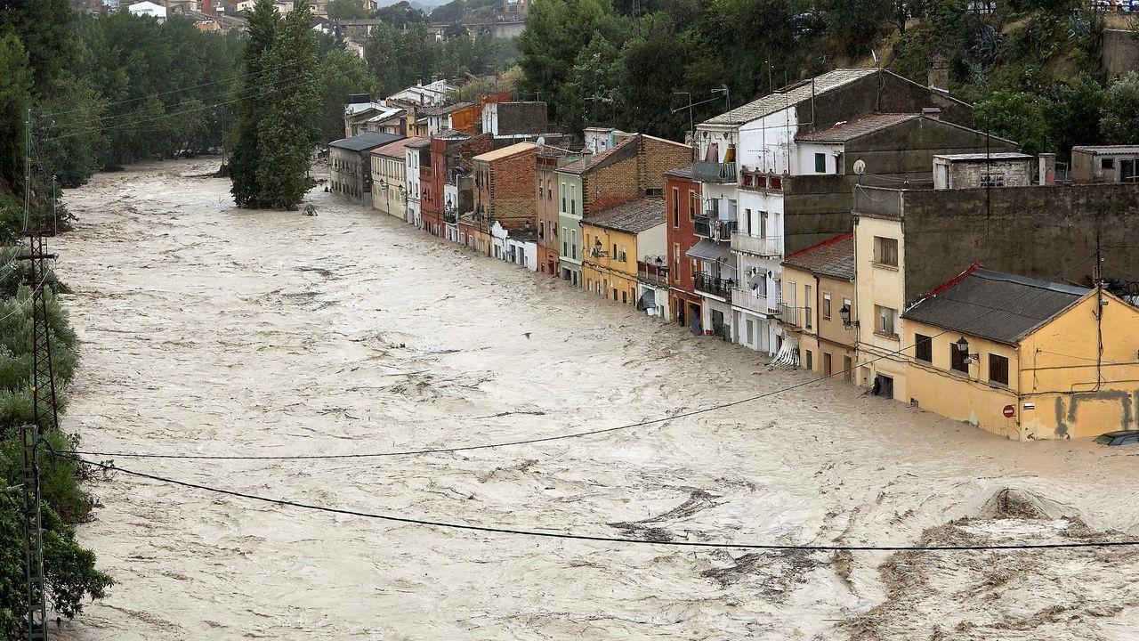 El río Clariano se desborda a su paso por Onteniente.Brañagallones en otoño