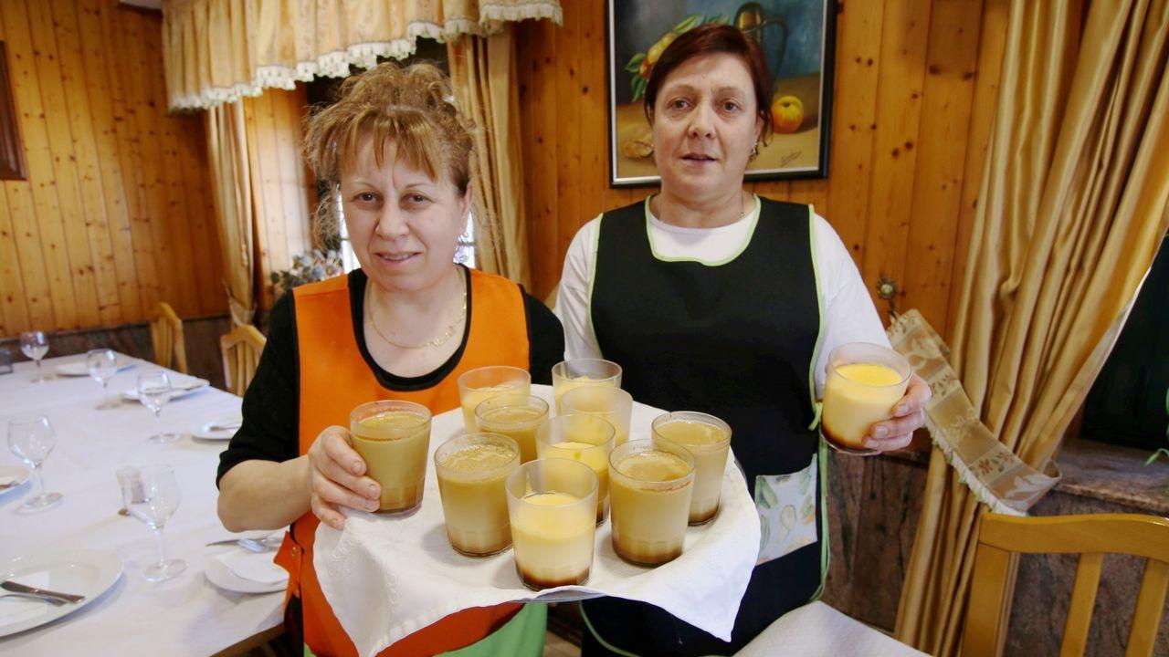 Casi todos los comensales del bar Abad (Aranga), también llamada Casa Cuca, piden el flan casero de postre