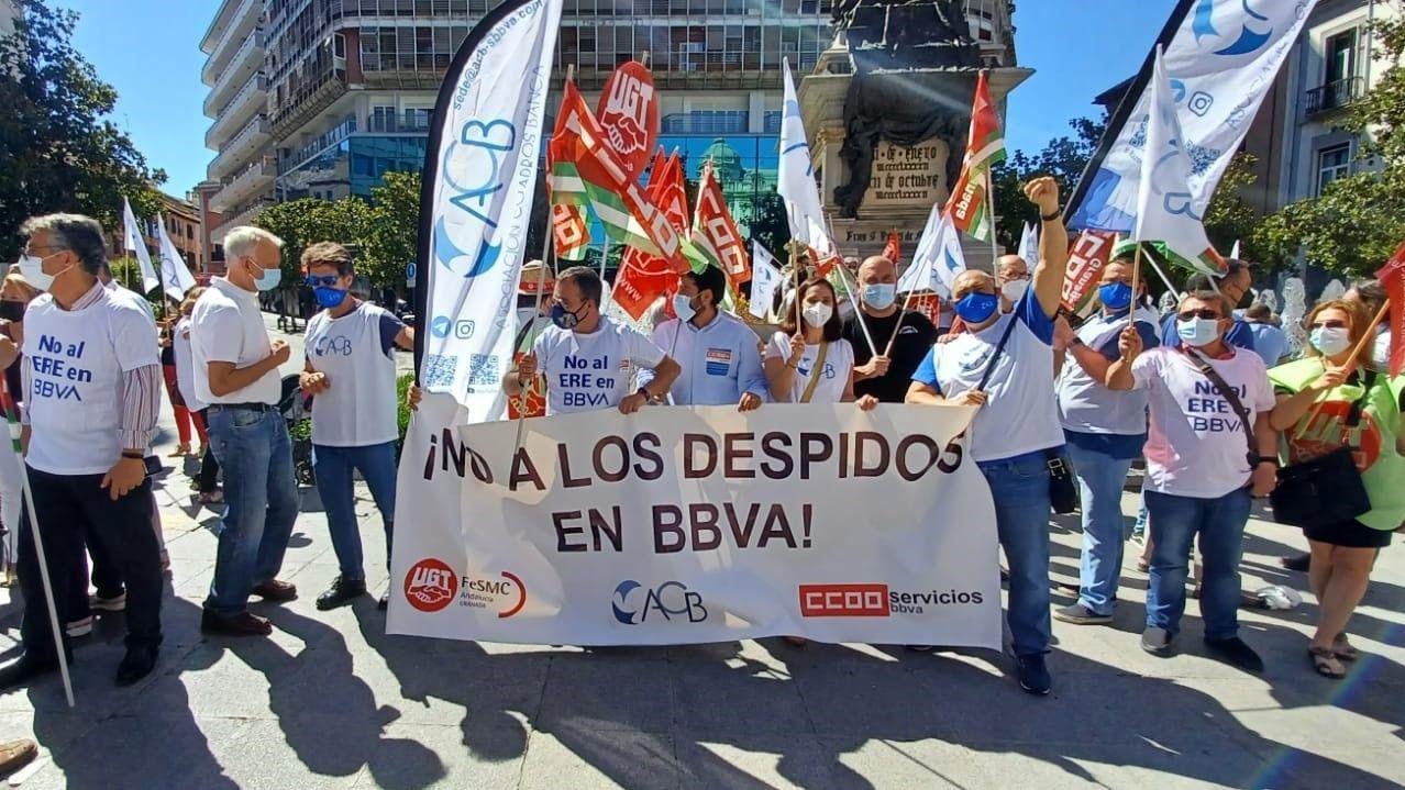La plantilla del BBVA secundó ayer una huelga contra los despidos