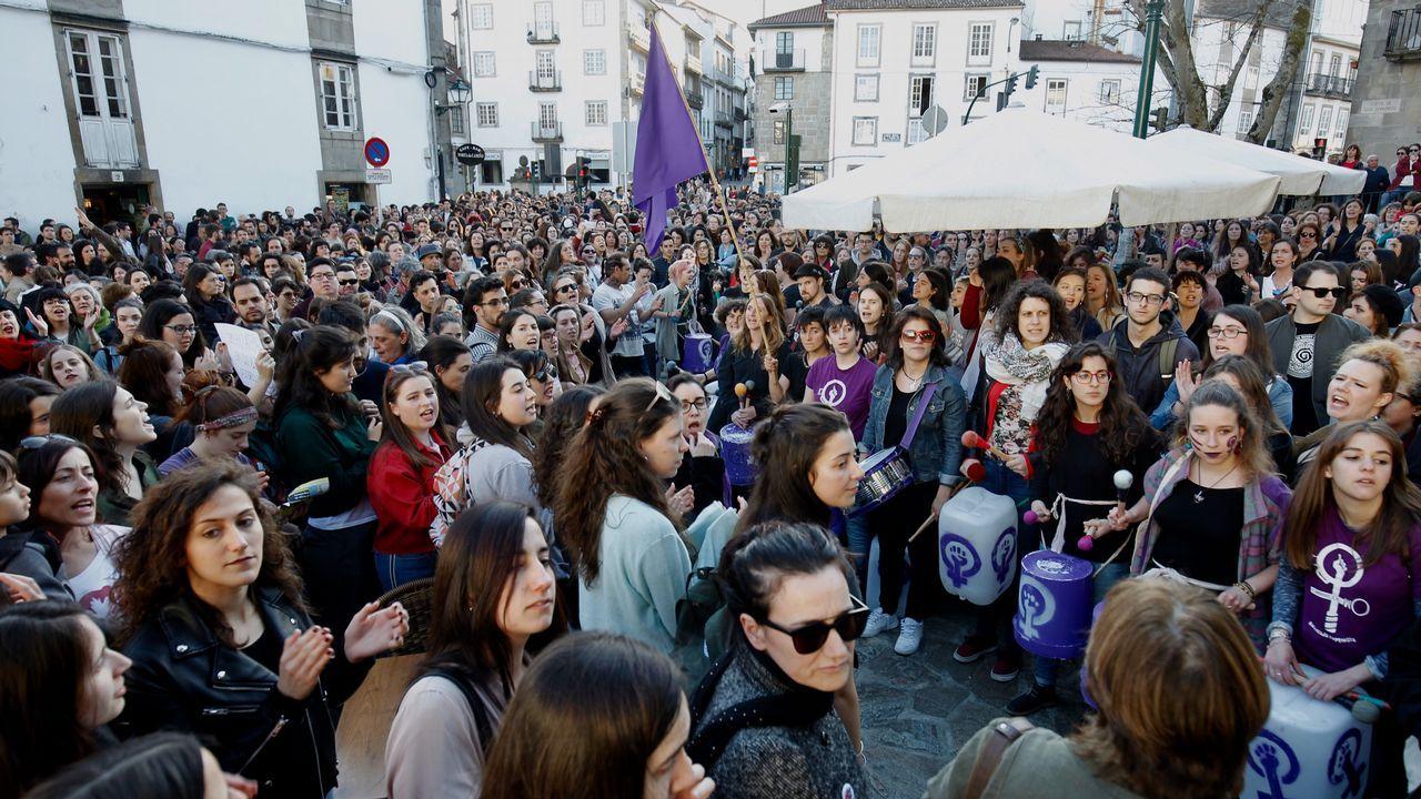 Concentración en Santiago, con presencia mayoritaria de mujeres