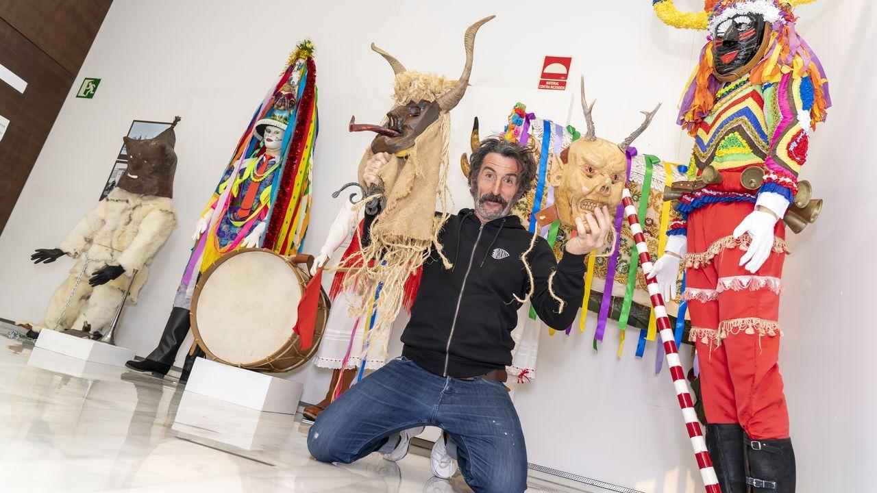 En fotos: a entrega dos premios das edicións 22.ª e 23.ª do certame Xosé Manuel Eirís.Inicio de este curso, en el Ies Sánchez Cantón de Pontevedra