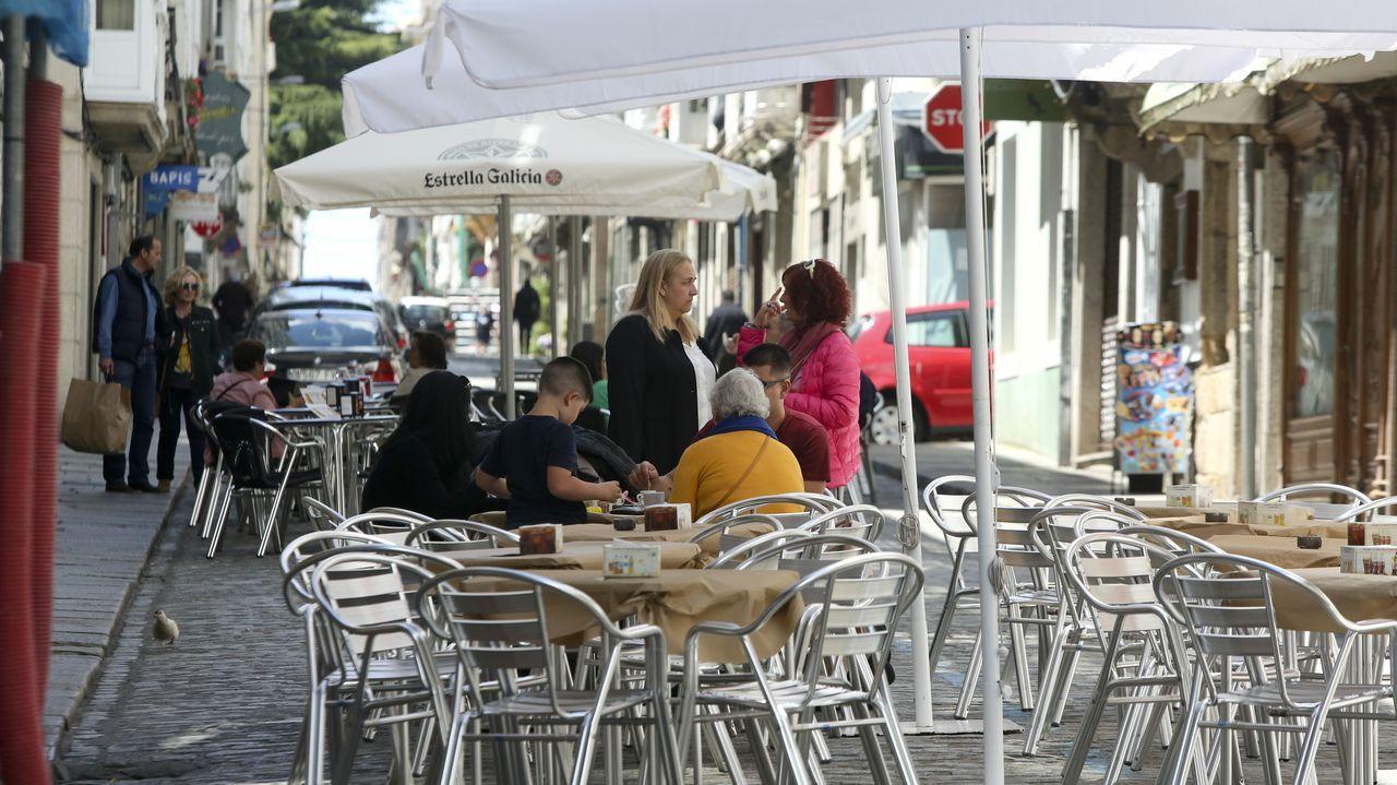 AMADOR BAÑOBRE PAZ SACRISTAN DE MOMAN XERMADE.En la calle María cuatro establecimientos han sido autorizados a poner terrazas