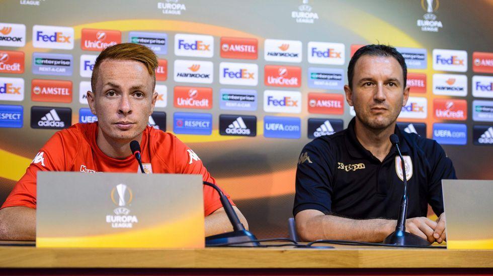 Trebel, capitán, y Jankovic, entrenador del Standard de Lieja