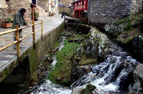 La aldea de Couso en O Freixo (Sarreaus) fue rehabilitada para desarrollar el turismo rural.