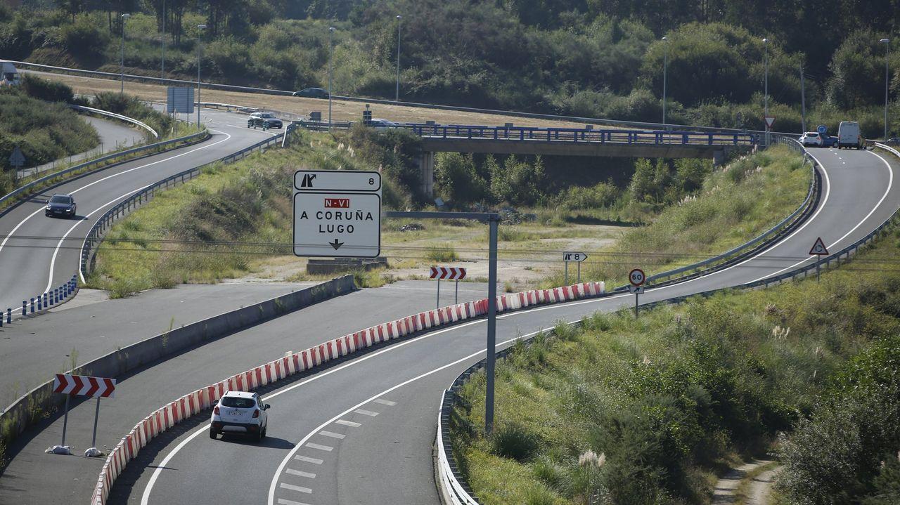 Hitos kilométricos en Galicia.TRAFICO DE ALFONSO MOLINA Y DEL PUENTE DEL PASAXE DE ATASCOS ENTRADA Y SALIDA DE LA CIUDAD.