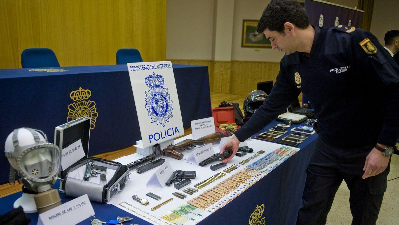 Imagen de archivo de dinero y objetos incautados por la Policia Nacional en robos