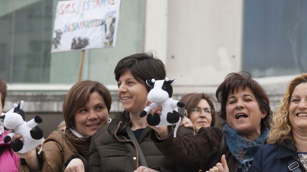 Las mujeres de Agromuralla se mueven.Festival de cometas en la península de la Torre.