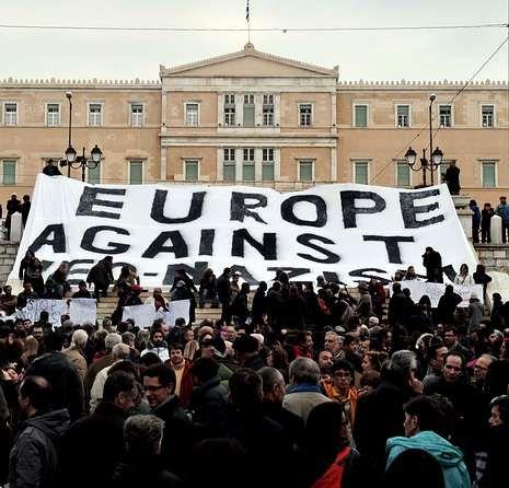 Concentración antinazi frente al Parlamento griego.