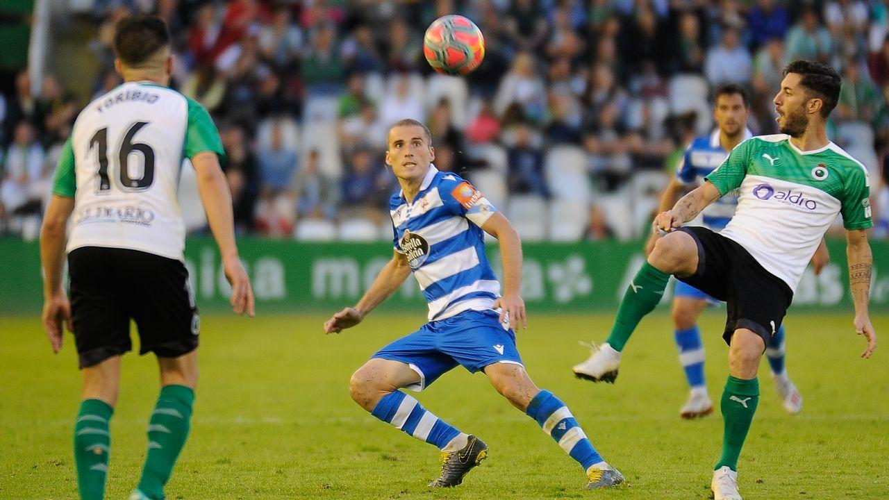 Montero se coloca las gafas junto al delantero del Sporting Álvaro Vázquez