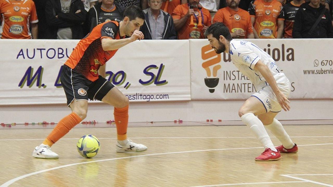 Imagen publicada por el club en su cuenta de Twiter. Marcos Vasconcellos González, de verde, portero del equipo