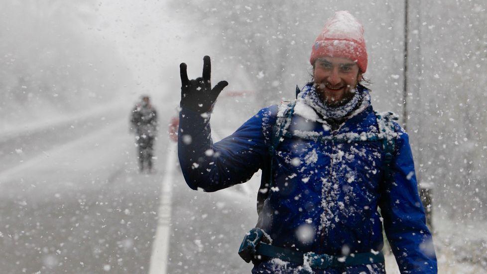 Estos peregrinos iniciaron travesía en O Cebreiro, desde donde no paró de nevar.