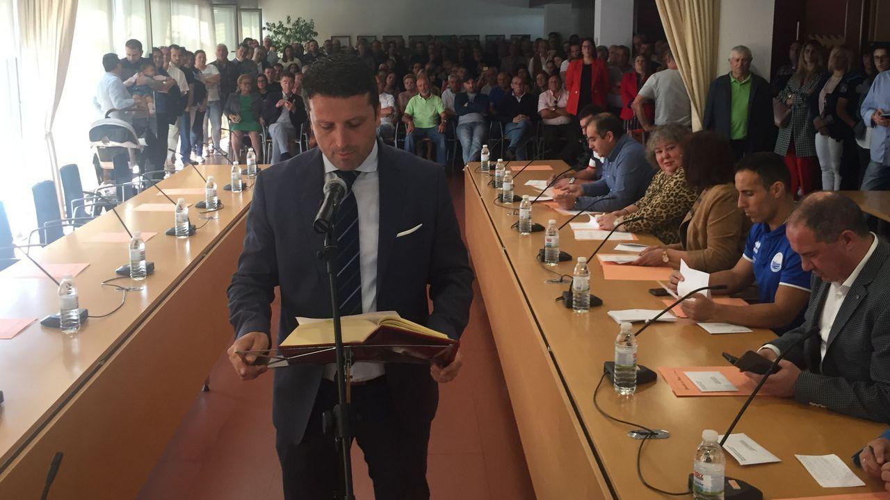 Romero, jurando el cargo en el pleno en el que fue investido alcalde