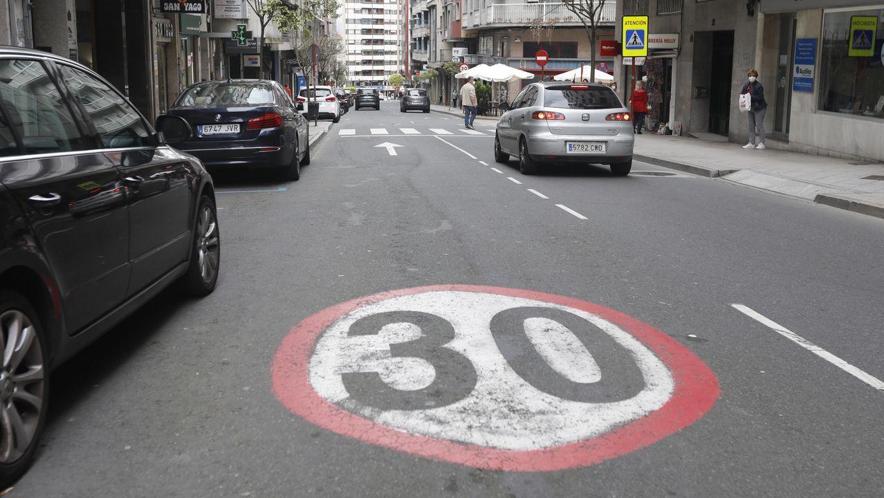 Avenida de la Habana de Ourense, con señalización a 30 km/ hora