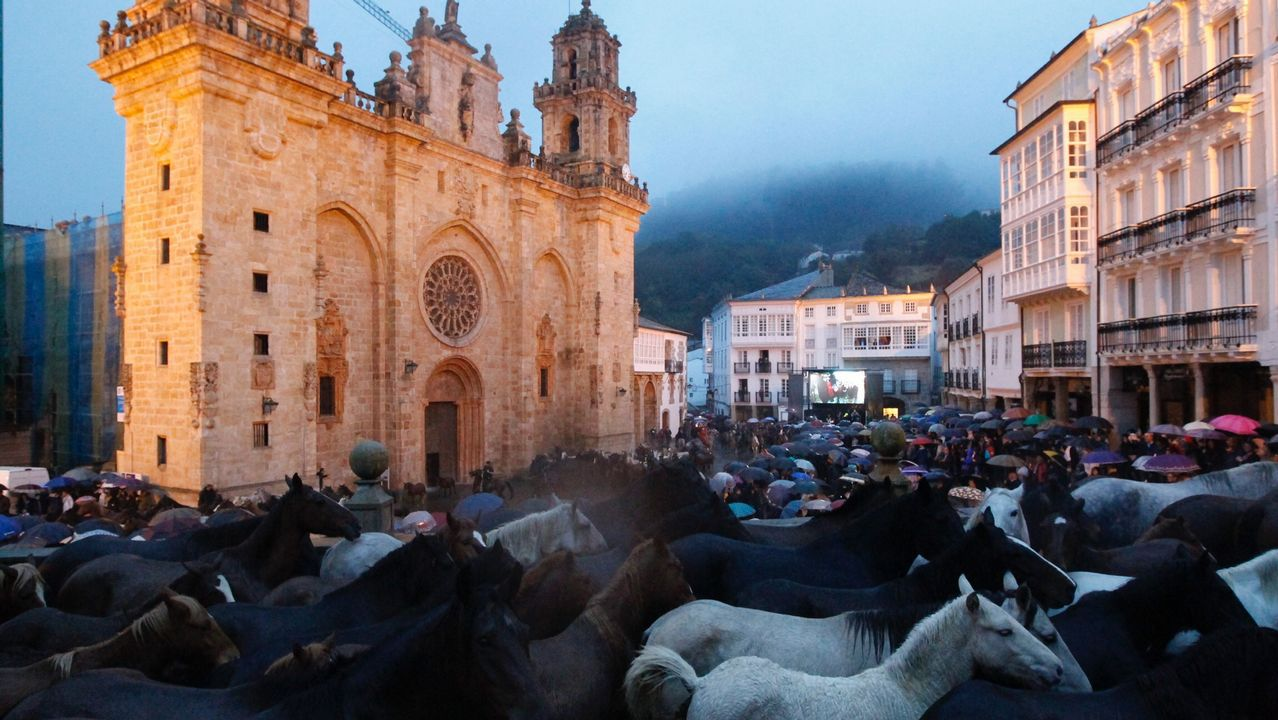 As San Lucas arranca en Mondoñedo con numeroso público pese a la lluvia.Lluís Maria Mandado