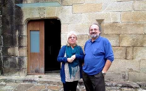 Unha parella que reside en Cádiz visitou o pazo zasense onte pola mañá.