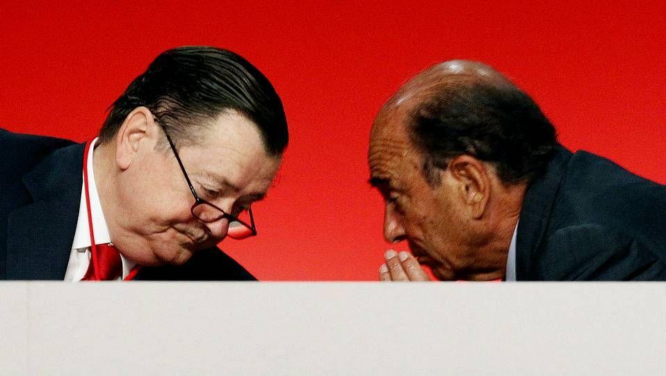 La familia llora la pérdida.El consejero delegado del Banco Santander, Alfredo Sáenz, durante la presentación de los resultados de la entidad, el pasado 14 de abril