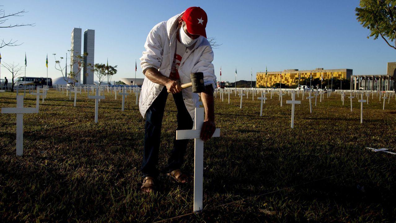 Homenaje a las víctimas del covid-19 en Brasilia